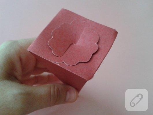 kartondan-hediye-paketi-yapimi-5