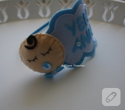 kece-emzikli-bebek-suslemeli-mavi-lohusa-taci-1