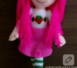 amigurumi-oyuncaklar-pembe-sacli-orgu-bebek-1