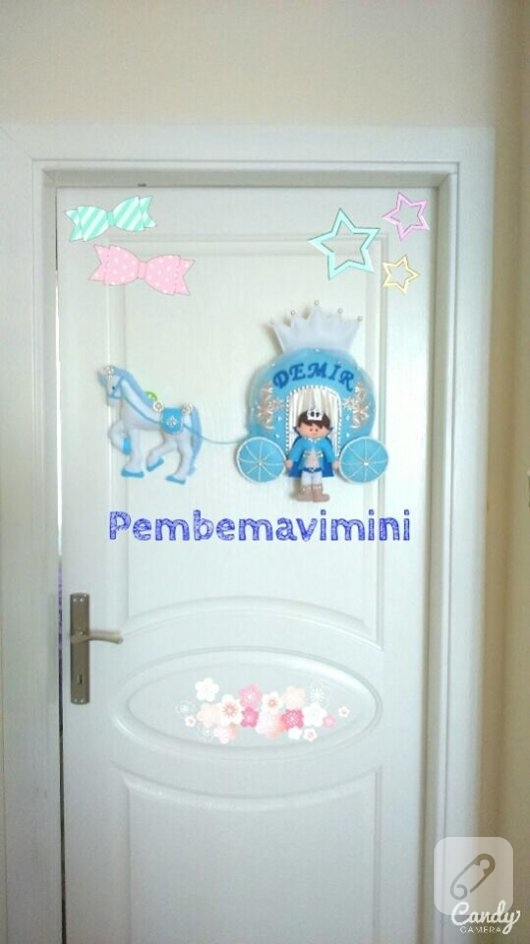 balkabagi-arabali-prensli-mavi-keceden-erkek-bebek-odasi-kapi-susu-modelleri-1
