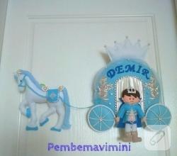balkabagi-arabali-prensli-mavi-keceden-erkek-bebek-odasi-kapi-susu-modelleri