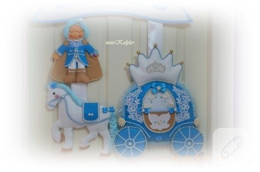 keceden-prens-ve-balkabagi-suslemeli-mavi-erkek-bebek-odasi-kapi-susu-1