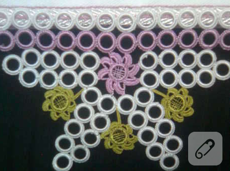 halkali-beyaz-pembe-sari-havlu-kenari-modeli