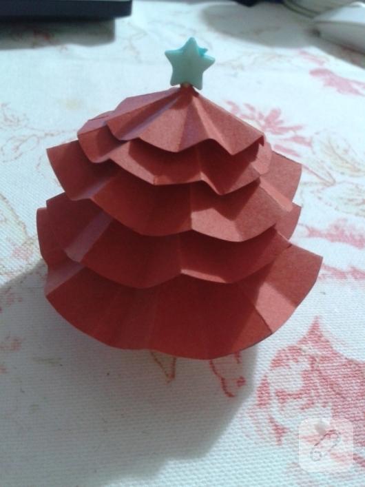 kartondan-basit-yilbasi-agaci-yapimi-1