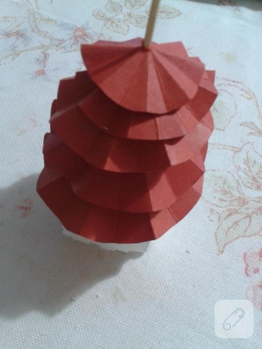 kartondan-basit-yilbasi-agaci-yapimi-10