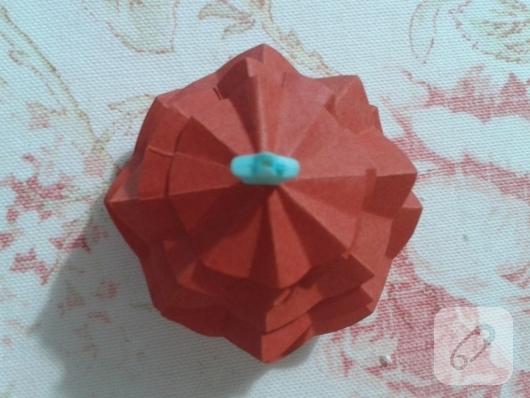 kartondan-basit-yilbasi-agaci-yapimi-11