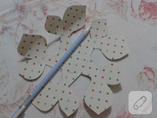 kartondan-origami-cicek-nasil-yapilir-5