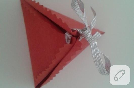 kartondan-ucgen-hediye-paketi-yapimi-anlatimli