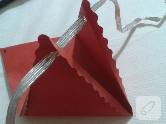 kartondan-ucgen-hediye-paketi-yapimi-anlatimli-8