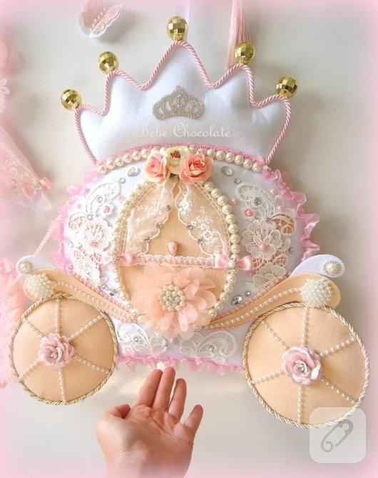 keceden-balkabagi-prensesli-somon-renk-kiz-bebek-odasi-kapi-susu-modelleri-2