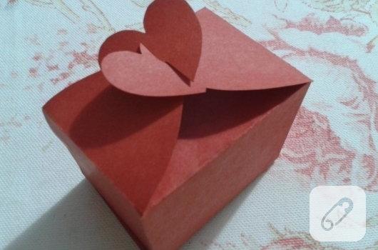 kirmizi-kartondan-kalpli-hediye-paketi-yapimi-anlatimli-11