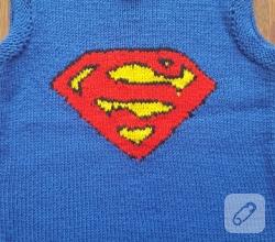 mavi-superman-desenli-orgu-bebek-suveteri