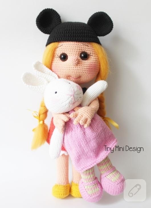 orgu-mickey-muouse-kostumlu-amigurumi-bebek-ornekleri-1
