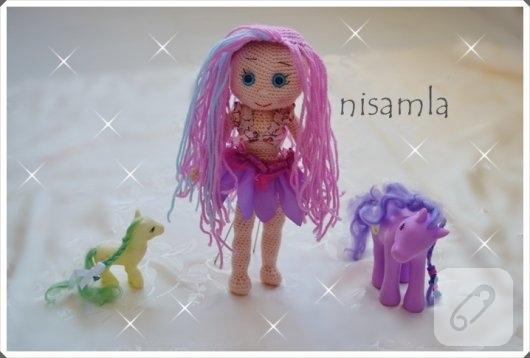 pembe-sacli-amigurumi-bebek-orgu-oyuncaklar