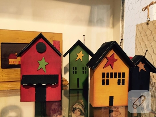 ahsap-boyama-ev-seklinde-dekoratif-susler
