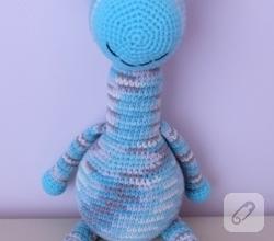 amigurumi-mavi-zurafa-orgu-oyuncaklar