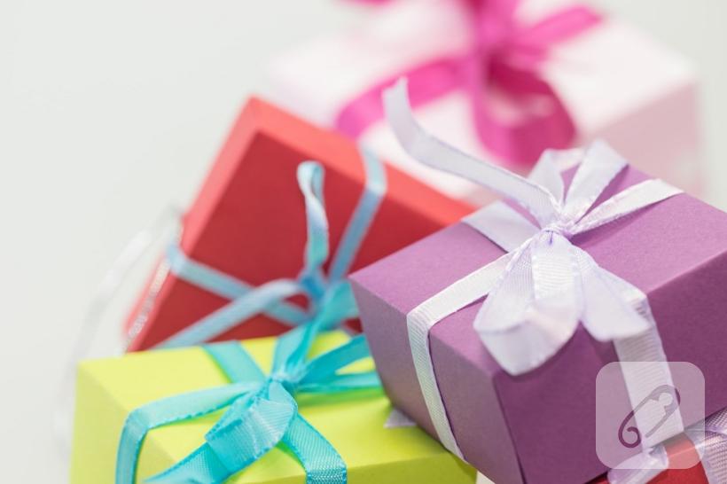 kağıttan hediye paketi yapma