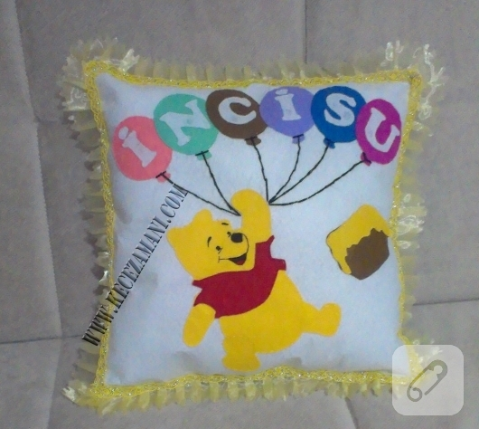 kece-islemeli-Winnie-the-Pooh-bebek-yastigi-yapimi