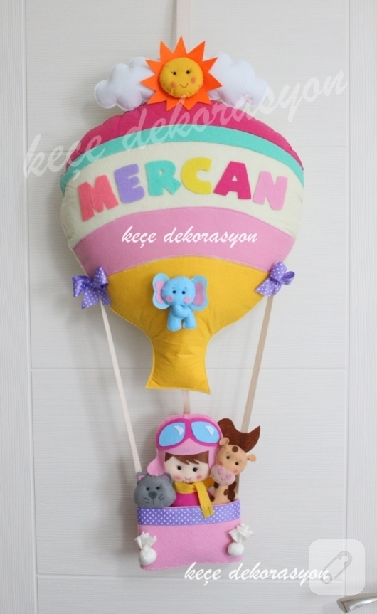 kece-ucan-balon-kiz-bebek-odasi-kapi-susu-modelleri
