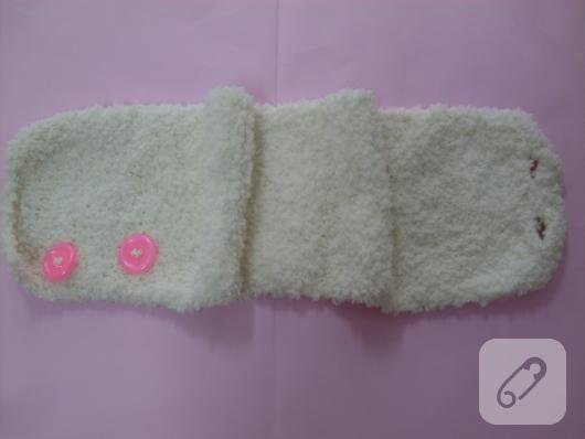 beyaz-puf-orgu-boyunluk-yapimi-2