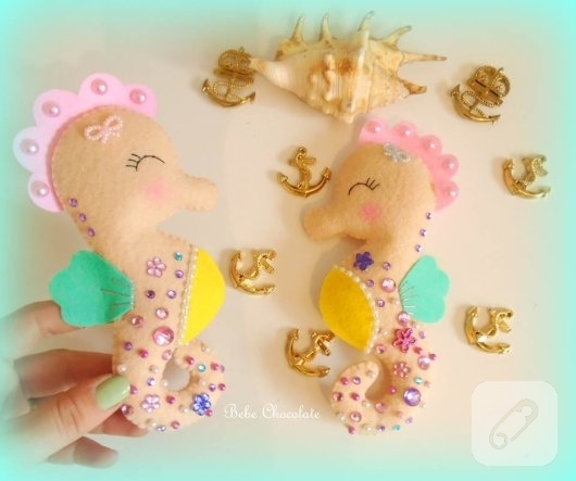 keceden-pembe-sacli-deniz-kizi-suslemeli-kiz-bebek-odasi-kapi-susu-modeli-5
