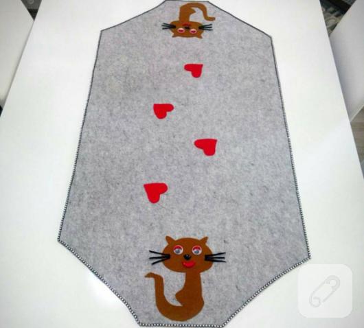 kedi-desenli-kece-runner-modeli