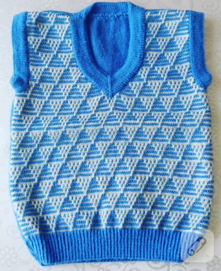 mavi-beyaz-ucgen-desenli-orgu-bebek-suveteri