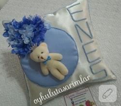mavi-cicek-ve-ayicik-suslemeli-bebek-taki-yastiklari