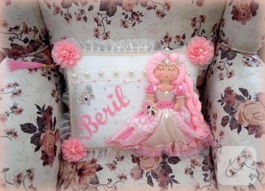 pembe-prenses-bebekli-taki-yastigi-modeli-1
