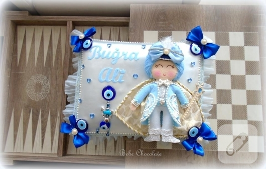 mavi-keceden-bebek-taki-yastigi-modeli-4
