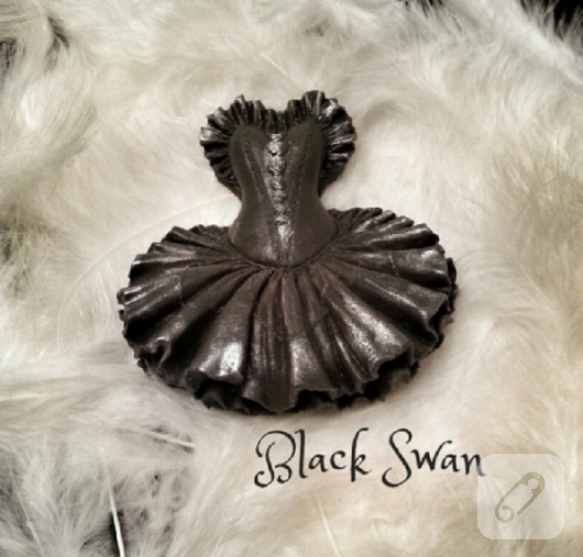siyah-balerin-sabun-sus