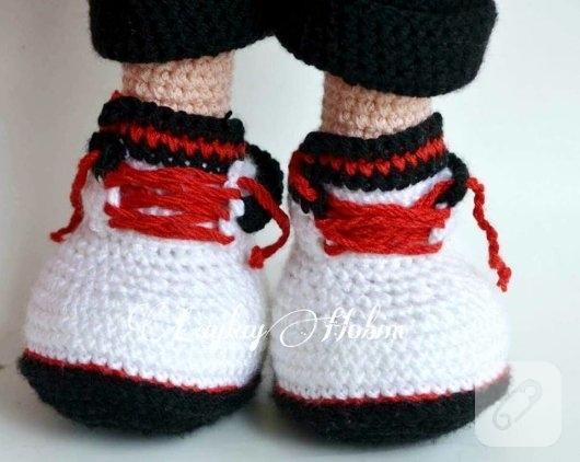 amigurumi-erkek-bebek-ayakkabisi-nasil-orulur-1
