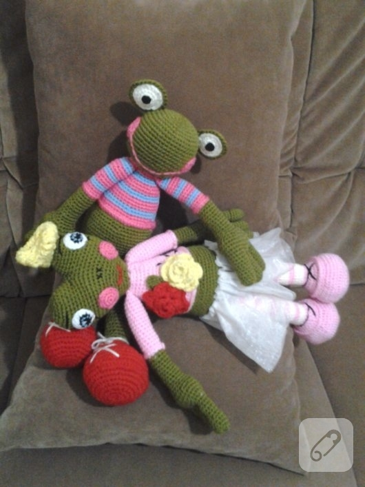amigurumi-oyuncaklar-orgu-kurbaga-modeli-2