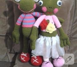 amigurumi-oyuncaklar-orgu-kurbaga-modeli