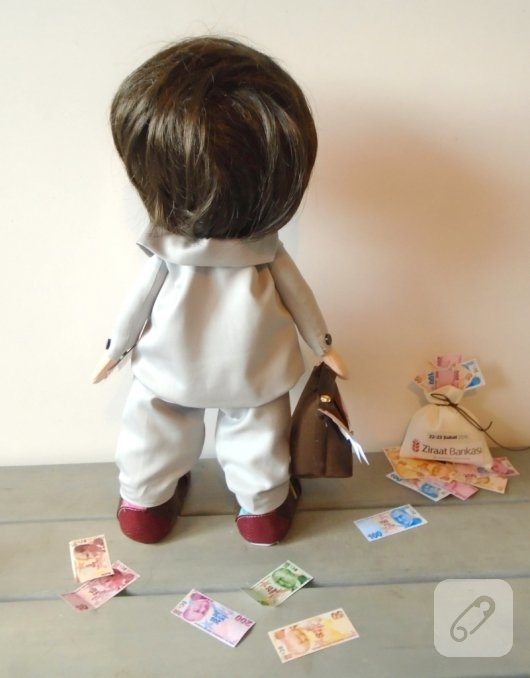 bankaci-oyuncaklari-tilda-erkek-bez-bebek-modeli-3