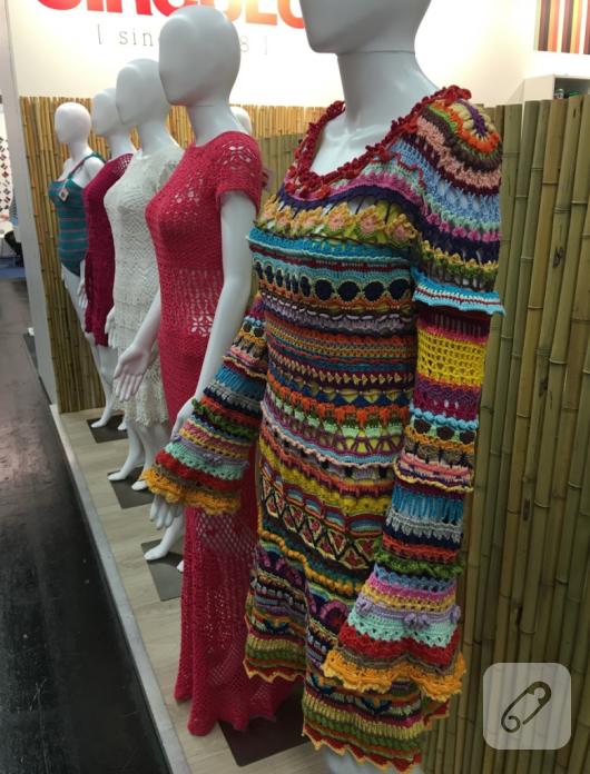 tig-isi-renkli-harika-elbise-modeli