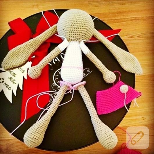 amigurumi-oyuncaklar-orgu-tavsan-modeli-2