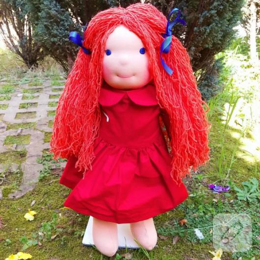 kirmizi-sacli-kirmizi-elbiseli-bez-bebek-oyuncak