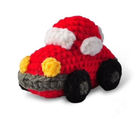 orgu-modelleri-kirmizi-amigurumi-oyuncak-araba