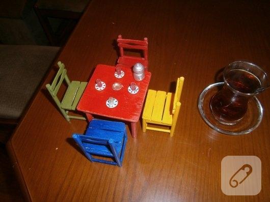ahsap-minyatur-masa-ve-sandalyeler