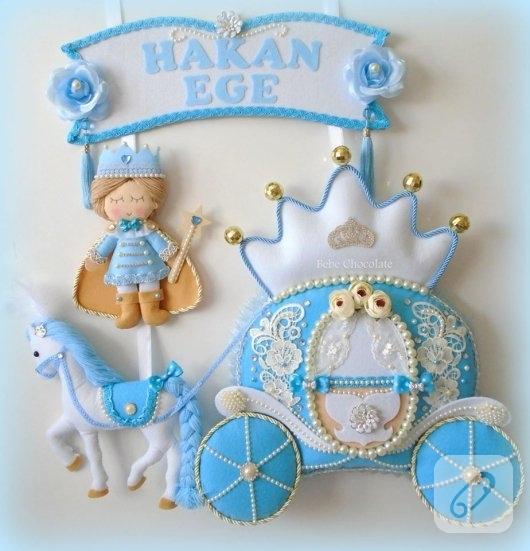 mavi-prens-ve-balkabagi-arabali-kece-erkek-bebek-kapi-susu-modelleri