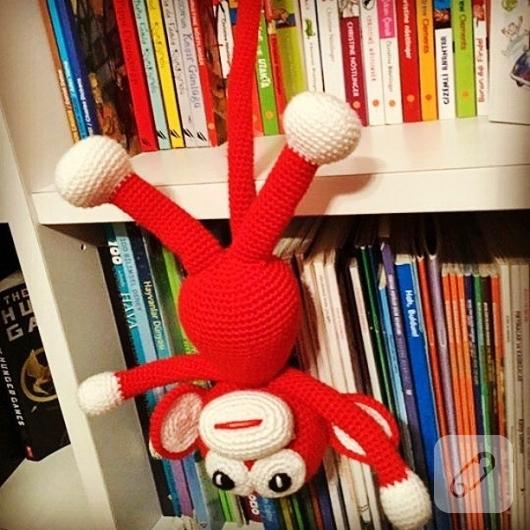 orgu-kirmizi-maymun-amigurumi-oyuncak-dunyasi-2