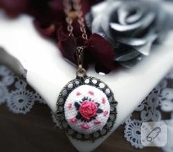 rokoko-nakisli-gul-desenli-etamin-kolye-ucu