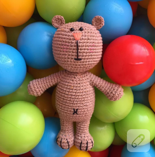 amigurumi-orgu-oyuncak-bebek-4