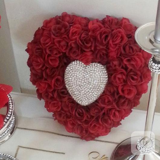tasla-ve-boncuklarla-dekoratif-kalp-susleme-3