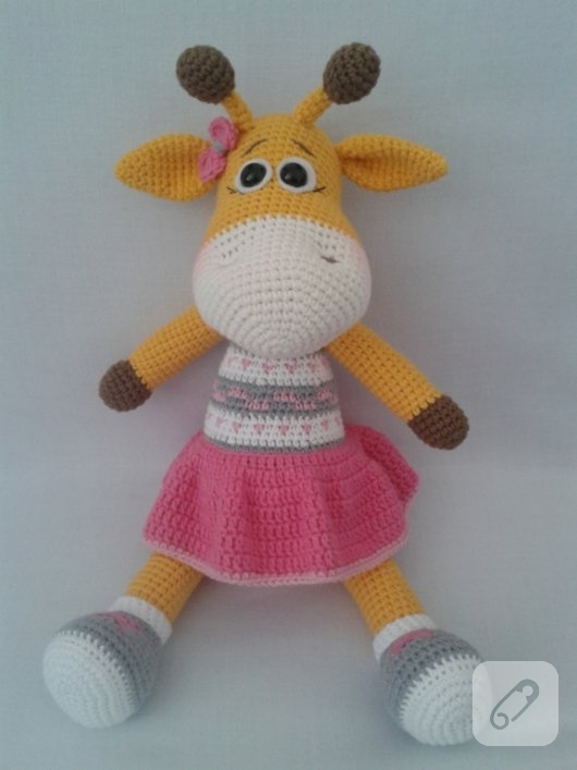amigurumi-oyuncaklar-orgu-zurafa-modeli-2