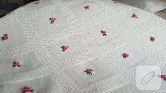 rokoko-gullu-orgu-bebek-battaniyeleri