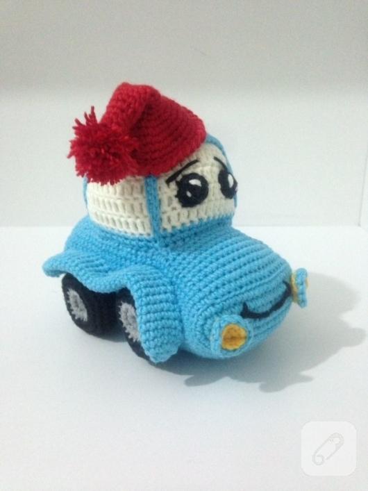 amigurumi-mavi-orgu-araba-oyuncak