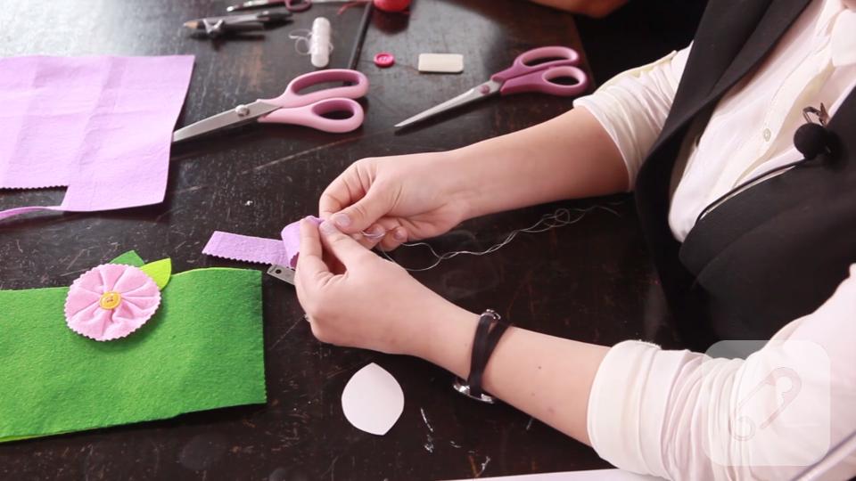 Video: İnce keçe ile çiçek yapımı