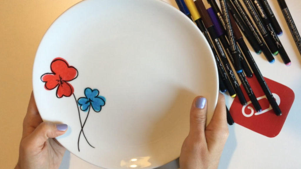 Video: edding porselen kalemleri ile tabak nasıl boyanır?